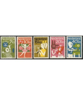 830 - 834 Kinderzegels (xx)