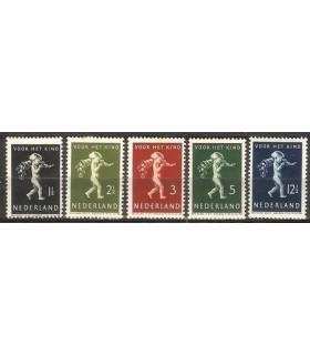 327 - 331 Kinderzegels Bkeus (x)