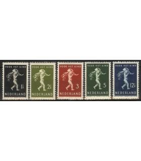 327 - 331 Kinderzegels (xx)