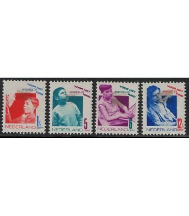 240 - 243 Kinderzegels (x) Bkeus