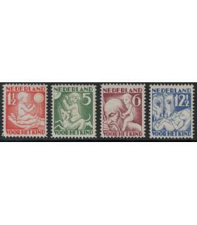 232 - 235 Kinderzegels (xx)