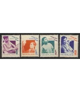 240 - 243 Kinderzegels (x)