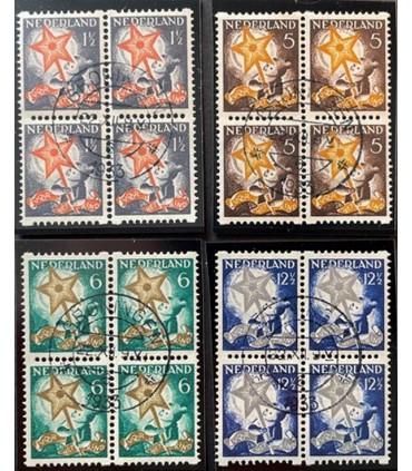 R98 - R101 Kinderzegels (o) blok van vier