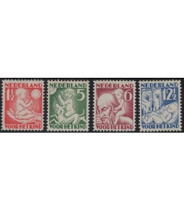 232 - 235 Kinderzegels (xx) lees! 2.