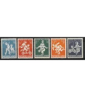 715 - 719 Kinderzegels (x)